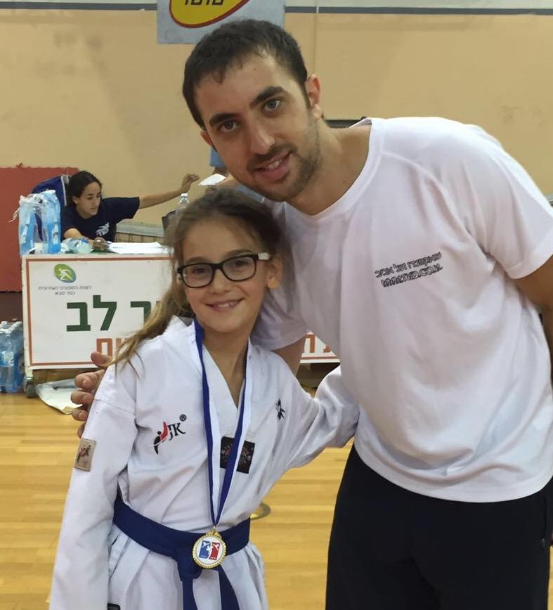 נעמי זוכה מקום ראשון בתחרות טאקוונדו